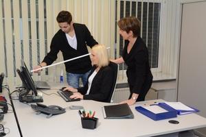 In der Praxis hat sich der Einsatz speziell geschulter Multiplikatoren bewährt, die dafür sorgen, dass ihre Kollegen körpergerechter arbeiten