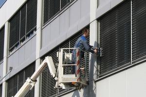 Außenjalousienreinigung direkt am Gebäude
