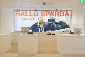 """Die Bank positionierte sich komplett neu, basierend auf der simplen, aber prägnanten Markenaussage """"HALLO"""""""