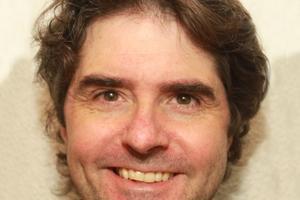 Stefan Schüttler ist Sachverständiger für Technische Gebäudeausrüstung und Hygiene bei DEKRA