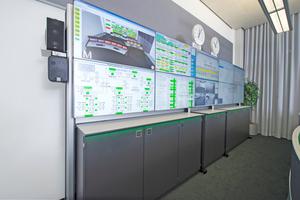 """Neben den 18 24""""-Monitoren an den Arbeitsplätzen befinden sich in der Leitwarte Technik auch zehn 46""""-Monitore mit besonders schmalen Rahmen – diese bilden die Großbildwand"""