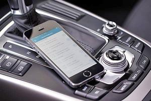 Im Gegensatz zur handschriftlichen Variante müssen Fahrten bei einem elektronischen Fahrtenbuch nicht mehr manuell aufgenommen werden, sondern sie werden automatisch aufgezeichnet