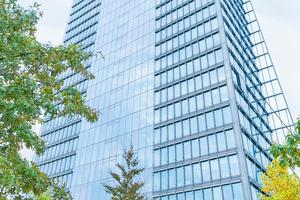 Im Bremer Weser Tower setzt die EWE Trading auch im kleinen Maßstab auf smarte Elektrifizierungslösungen