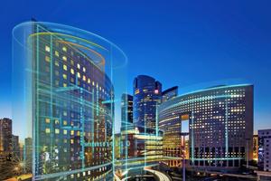 Zunehmend setzt sich die Digitalisierung auch in der Gebäudetechnik durch und verändert damit von Grund auf, wie Gebäude in Zukunft geplant, gebaut, genutzt und bewirtschaftet werden