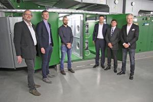 Projektbeteiligte vor der neuen Ventilatorwand beim ZDF in Mainz (von links): Daniel Löw (Ingenieurbüro Löw), Heinrich Weger (Ingenieurbüro Löw), Nico Wagner (ZDF), Christian Dorsch (Rosenberg Ventilatoren GmbH), Frank Hanebutte (Käuffer GmbH & Co.KG), Christoph Kaup (1. Vorsitzender FGK e.V.)
