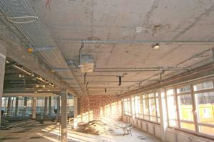Im Zuge der Umbauarbeiten wurden in einer ehemaligen ZDF-Bibliothek die Zwischendecken und der Doppelboden komplett entfernt