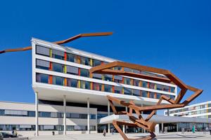 """Das Schwarzwald-Baar-Klinikum wurde 2009 bis 2013 errichtet und ist ein zukunftsorientiertes Krankenhaus der Zentralversorgung. """"Siedle Access"""" ermöglicht die Gebäudekommunikation über beträchtliche Distanzen und die Vernetzung zahlreicher Teilnehmer"""