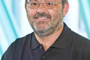 Bernhard Schuhmacher ist Sachverständiger für Technische Gebäudeausrüstung (TGA) und Brandschutz bei DEKRA