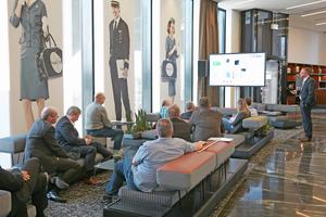 In Vorträgen und Diskussionsrunden konnten die gut 250 Teilnehmern sich über den aktuellen Stand moderner Gebäudetechnik informieren und bei zwei Hotel-Besichtigungen erfahren wie sich diese optimal in die Hotelgebäude einbinden lässt