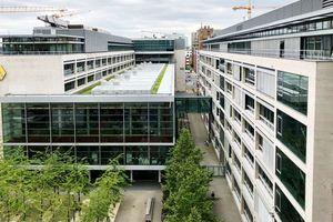 Spie betreut auch zukünftig einen zentralen Standort der Commerzbank und erbringt das technische Gebäudemanagement für das gesamte Dienstleistungszentrum, in dem unter anderem ein Rechenzentrum und einer der größten Händlersäle Europas untergebracht sind
