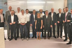Die Teilnehmer des Real Estate Data Summit (v.l.n.r.) Dr. Gunnar Finck (ECE), Jörn Stobbe (Union Investment Real Estate), Dr. Frank Hippler  (DEKA Immobilien), Rainer Ohst (Architrave), Maurice Grassau (Architrave), Dr. Lars Scheidecker (Union Investment Real Estate), Thomas Müller (Union Investment Real Estate), Susanne Bonfig (Commerz Real), Dr. Benjamin Staude (Architrave), Dr. Georg Allendorf (DWS), Prof. Dr. Stephan Bone-Winkel (Beos), Dr. Manuel Käsbauer (Patrizia Immobilien AG), Philipp Päuser (Architrave), Alexander Betz (Patrizia Immobilien AG), Karl-Josef Schneiders (Credit Suisse)