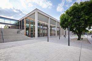 Die Außenansicht des RheinMain CongressCenters