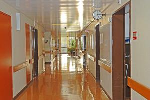 Schätzungen zufolge könnten je nach Alter und Größe der Kliniken rund 40% Strom und 32% Wärme eingespart werden