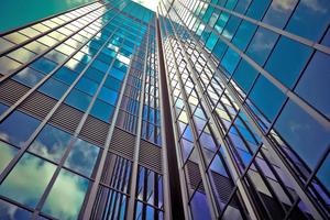 Durch die laufende Überwachung der mechanischen Gebäudesysteme und der frühzeitigen Erkennung von Anomalien im Gebäude- und Anlagenbetrieb lässt sich die Gebäudeperformance durch <br />Minimierung von Ausfallzeiten steigern