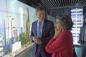 Ein perfekter Ort, um Gebäudetechnik zu erleben: Im brandneuen Inspiration Center erläutert CEO der Siemens-Division Building Technologies Matthias Rebellius was mit den Produkten und Lösungen von BT möglich ist
