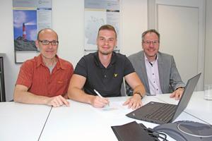 Michael Körfer und Tim Meyer von Canzler zusammen mit Prof. Dr. Christian Fieberg von der Westfälischen Hochschule