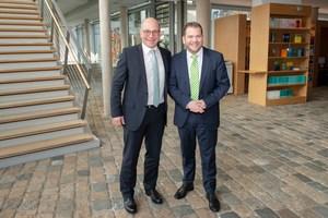 """Die Leiter des GEFMA-Arbeitskreises """"Ausschreibung und Vergabe im Facility Management"""" Wolfgang Inderwies (links) und Klaus Forster"""
