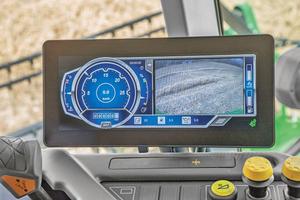 Die komplexen landwirtschaftlichen Maschinen und Traktoren von John Deere werden seit vielen Jahren nicht nur funktionsfähig und zuverlässig ausgeliefert, sondern im laufenden Betrieb vom  Hersteller in wesentlichen Betriebsfunktionen unterstützt