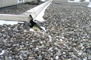 """<span class=""""bildunterschrift_hervorgehoben"""">Schaden absehbar</span><br />Ist aufgrund des Dachzustandes ein Schaden absehbar, besteht unmittelbarer Handlungsbedarf. Spätestens vor dem nächsten Winter sollte saniert werden. Bester Zeitpunkt für einen vorsorgenden Dachcheck ist damit das Frühjahr. Dann bleibt genügend Zeit für alle evtl. anstehenden Maßnahmen.<br />"""