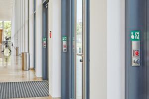 Elektronischer Zylinder als Mechanik-Ersatz: Hier in den Schlüsselschaltern eines Fluchtwegsicherungssystems – und natürlich an den Außentüren