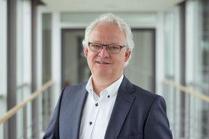 """Dirk Giersiepen, CEO von Gira: """"Wer in einer sich immer rasanter vernetzenden Welt vorn dabei sein möchte, muss Partner finden, die Neugierde, Begeisterung und Wissen teilen. Für Gira ist Schüco ein solcher Partner. Gemeinsam wollen wir Smart Building neu definieren."""""""