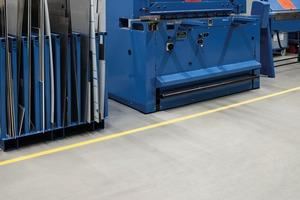 Ausgleichsmassen schaffen die belastbare Basis für schwere Maschinen und Regale