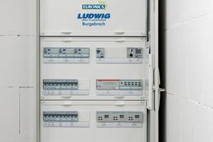 Als KNX-Systemintegrator hat der Innungsfachbetrieb Ludwig Elektrotechnik das Parkhaus mit intelligenter Beleuchtungssteuerung ausgestattet und gemeinsam mit Leuchtenspezialist Lichtwerk eine dem Objekt angepasste energieeffiziente LED-Beleuchtungsanlage realisiert