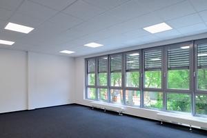 """<irspacing style=""""letter-spacing: -0.01em;"""">Große Fensterflächen sorgen für eine freundliche und lichtdurchflutete Atmosphäre im Gebäudeinneren</irspacing>"""