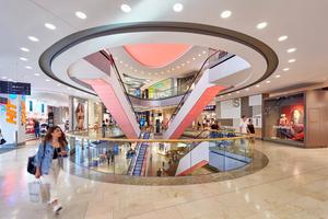 Der erste Bauabschnitt der Pasing Arcaden wurde am 15.März2011 eröffnet. Die Gesamtfläche beträgt 63.000m², die gesamte Verkaufsfläche 39.000m². Damit sind die Pasing Arcaden das vierte große Shopping-Center in München