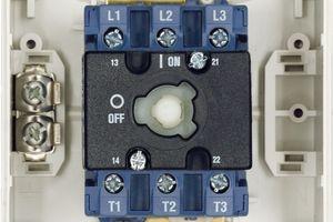 Durch den Einsatz von speziellen Kontaktlegierungen in den schaltern ist eine hohe Beständigkeit gegenüber Umwelteinflüssen sowie Langlebigkeit. Die Kabelschirme schützen die Leitungen zusätzlich gegen elektromagnetische Einflüsse
