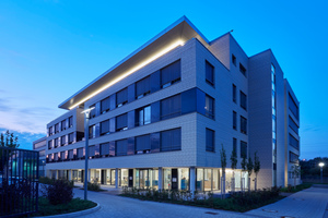 Die Eröffnung des neuen Connext-Campus fand im Mai 2019 statt. Das Ensemble beherbergt neben Büro- und Konferenzräumen auch das Rechenzentrum des Unternehmens sowie ein Hotel und die Kita