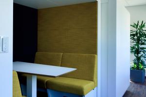 """Die Open Spaces sind differenziert gestaltet: So gibt es Think-Tanks für konzentriertes, stilles Arbeiten oder kommunikationsfördernde """"Scrum-Rooms"""" und Zonen für informelle Meetings und interne Kommunikation"""