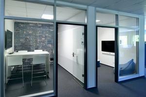 Die offenen Büroflächen sind variabel zu bespielen bis auf einige wenige separate Einzelbüros und Besprechungsräume