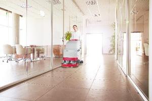 Kenter Hargo bietet Servicedienstleistungen für gewerbliche Kunden, vornehmlich im Bereich der Gebäudereinigung