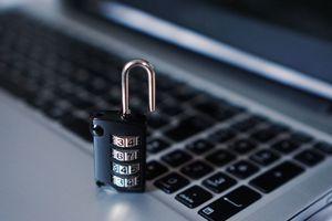 Gerade, wenn im Unternehmen nicht ausreichend Firmen-Notebooks zur Verfügung stehen, drohen Sicherheitslücken
