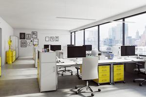 """Mit dem vielseitigen Tragrohrmöbelsystem """"Bosse modul space"""" lassen sich auf Wunsch alle Unternehmensbereiche durchgängig gestalten, um beispielsweise moderne Arbeitsplätze in offenen Büroraumstrukturen individuell zu gestalten"""