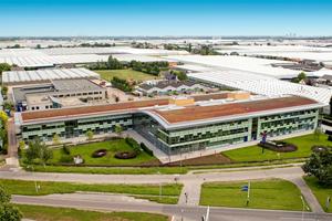 Der Priva Campus, Standort der Unternehmenszentrale in De Lier: In der Entwicklungsabteilung arbeiten mehr als 120 Mitarbeiter an neuen Technologie-Anwendungen sowie<br />an der laufenden Verbesserung von Produkten