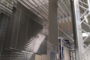 Gereinigt werden die Jalousien mit dem stationären Reinigungssystem LMR 3000 der Firma SPS-Cleaning-Systems