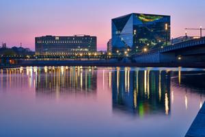 Direkt neben dem Hauptbahnhof in Berlin wurde Anfang 2020 nach knapp drei Jahren Bauzeit das smarteste Bürogebäude der Hauptstadt fertiggestellt