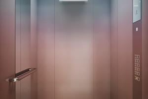 Schindler UV CleanAir reinigt die Luft im Aufzug permanent und automatisch per UV-C-Licht innerhalb des Lüftungssystem