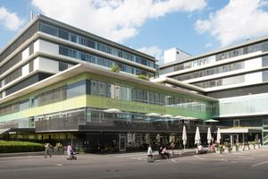 Mit mehr als 50 Kliniken und Instituten in 52 Gebäuden an zwei Haupt- und diversen Nebenstandorten ist das Klinikum Stuttgart das größte Krankenhaus in Baden-Württemberg