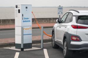 Dynamisch agierende Energiemanagement-Lösungen verknüpfen das Lademanagement der E-Autos intelligent mit dem Lastmanagement im dazu gehörigen Gebäude