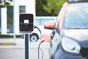 Deutschland verzeichnet aktuell einen neuen Rekordwert bei der Anzahl der Neuzulassungen von Elektroautos: Seit Jahresbeginn 2020 wurden stolze 121.500 Stromer angemeldet. Allein im September 2020 waren es über 21.000 Stück, was einem Plus von 260,3 % im Vergleich zum Vorjahresmonat entspricht
