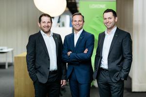 Die Loxone Gründer Martin Öller (links) Thomas Moser und Rüdiger Keinberger, Vorsitzender der Geschäftsführung von Loxone (Bildmitte) wollen mit dem Campus ein in Europa einzigartiges Projekt aus Büro, Hotel, Schulungs- sowie Logistikzentrum umsetzen