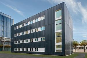 Alho hat bereits mit mehreren Gebäuden zum schnellen und hochwertigen Ausbau des Merck-Campus beigetragen: Eines der jüngsten Bauobjekte ist ein viergeschossiger Büroneubau für rund 80 Mitarbeiter