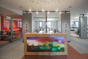 In der Finanzkammer des Bistums Regensburg wurden die Vorzüge einer Open Space-Bürolandschaft mit den Vorteilen geschlossener Strukturen kombiniert