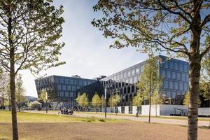 """Das Funke Medienhaus präsentiert sich identitätsbildend und städtebaulich markant im Essener Bezirk """"Grüne Mitte"""". Die Gestaltung soll den Prozess des Druckens widerspiegeln"""