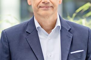 """Michael Moritz, Geschäftsführer der Wisag Facility Service Holding GmbH: """"Es freut mich sehr, dass die Arbeit unserer Mitarbeiterinnen und Mitarbeiter in der Krise eine besondere Wertschätzung erfahren hat. Ein weiterer wesentlicher Aspekt ist aber auch, dass die Pandemie der Bedeutung von ESG erheblichen Rückenwind verliehen hat. Die Wisag ist seit vielen Jahren mit Herzblut und Leidenschaft in den Bereichen Umweltschutz und nachhaltige Gebäudebewirtschaftung aktiv – endlich erhalten diese Themen die Aufmerksamkeit, die sie verdienen. Das lässt mich sehr positiv in die Zukunft blicken – in die unserer Branche und unserer Umwelt."""""""