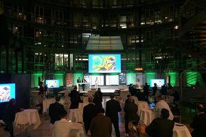 Auftakt zur Verleihung der Green-BIM Awards und des BIM-Löwen übertragen in die Online-Community: v.l.n.r. Jürgen Utz, DGNB; Matthias Mosig, TÜV Süd Advimo; und Markus Werner, Meteo Viva<br />