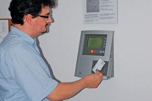 Inzwischen erfasst die Mehrzahl der Mitarbeiter  ihre Arbeitszeiten an den neuen Terminals<br />